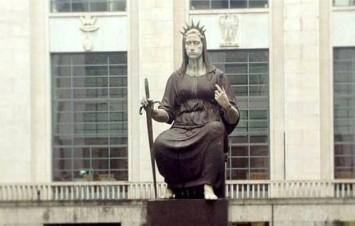 statua-palazzo-giustizia-milano