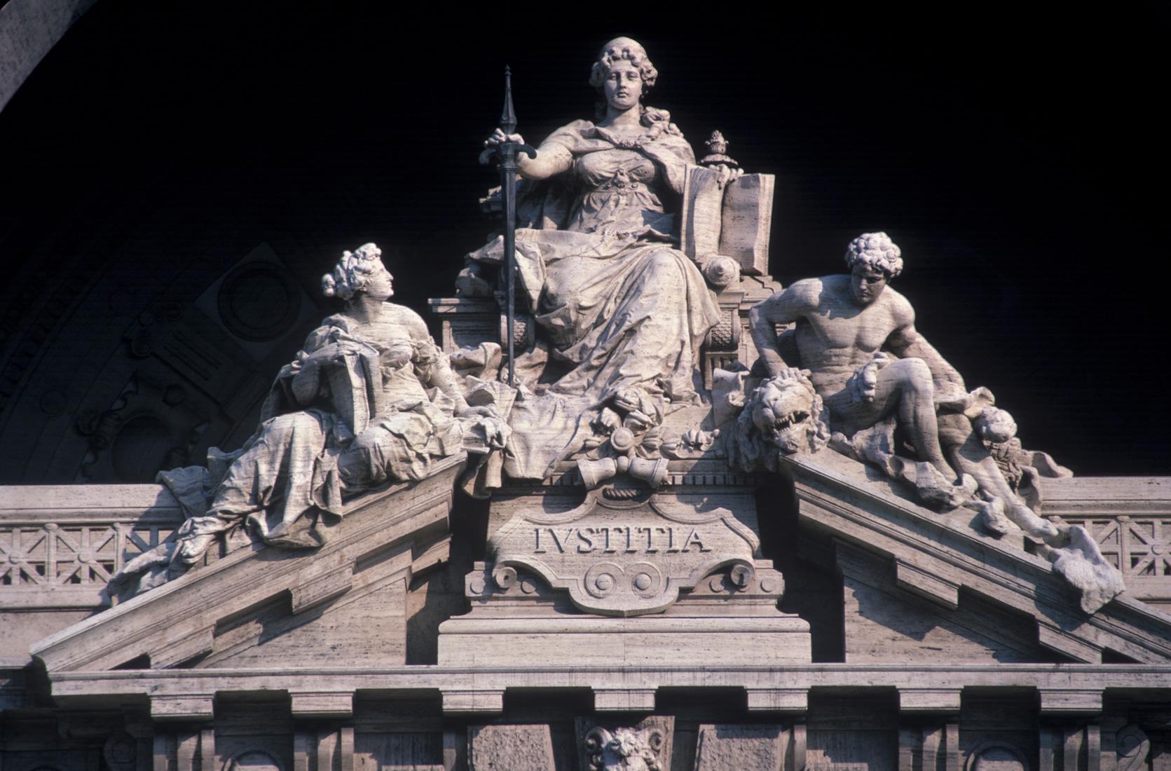 Tribunale di Lucca n.1058 del 13 maggio 2016